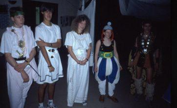 Dieses Bild könnte enhalten: Ereignis, Kostüm, Soziale Gruppe, Spaß