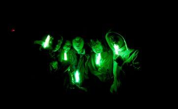 Dieses Bild könnte enhalten: Am Rohrbach, Ausbildung, Beleuchtung, Chinesisches Neujahr, Desktophintergrund, Grafik, Licht, Lichteffekt-Beleuchtung, Neon, Österreich, Schriftart, Sommerlager, Technologie, Text